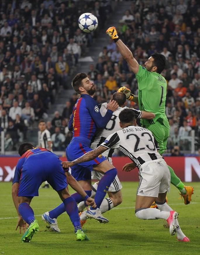 Barcelona có trận đấu đầy khó khăn tại Turin
