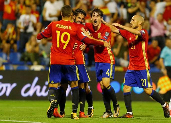 Tây Ban Nha giành vé đến World Cup, Ý ngậm ngùi dự play-off - Ảnh 3.