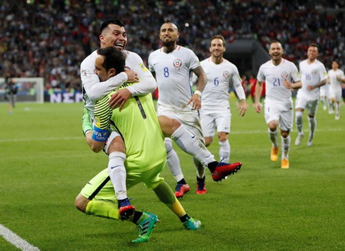 Người hùng Bravo hạ gục Bồ Đào Nha, đưa Chile vào chung kết - Ảnh 8.