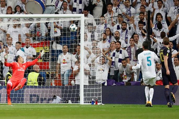 Trọng tài cứu giá, vua Real Madrid thoát hiểm trước Tottenham - Ảnh 3.