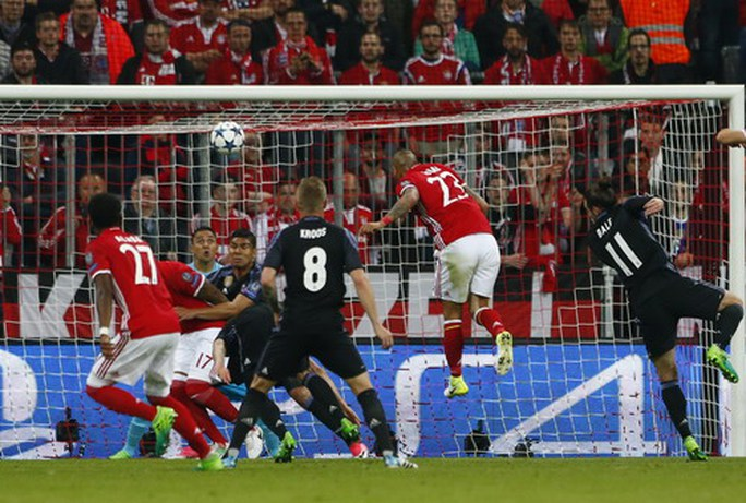 Arturo Vidal mở tỉ số trận đấu