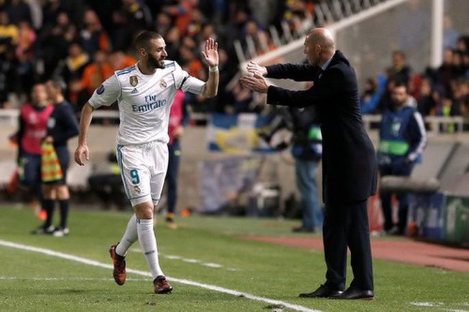Ronaldo trút giận, Real Madrid đoạt vé vòng knock-out - Ảnh 2.