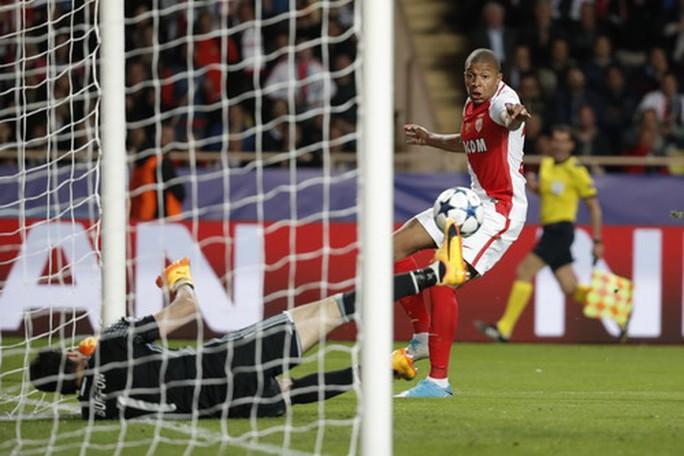 Pha dứt điểm cận thành của Mbappe không qua nổi đôi tay Buffon