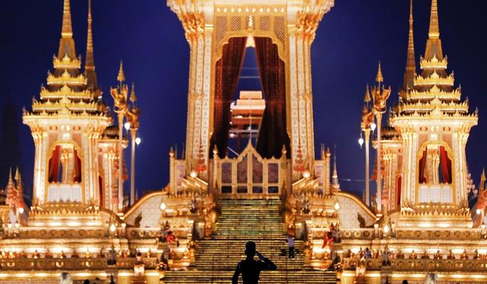 Người Thái ngạc nhiên về lễ hỏa táng cố quốc vương - Ảnh 2.