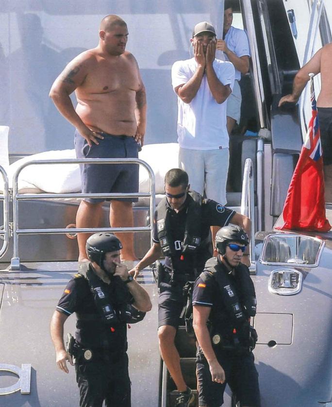 Du thuyền của Ronaldo bị cảnh sát biển kiểm tra - Ảnh 1.