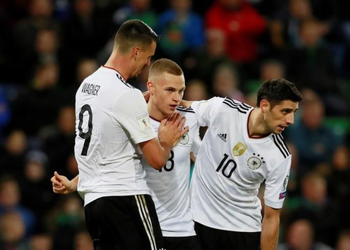 Hậu vệ tỏa sáng phút 90+4, tuyển Anh có vé dự World Cup - Ảnh 6.