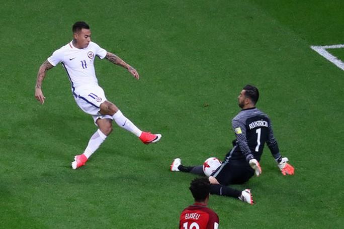 Người hùng Bravo hạ gục Bồ Đào Nha, đưa Chile vào chung kết - Ảnh 5.
