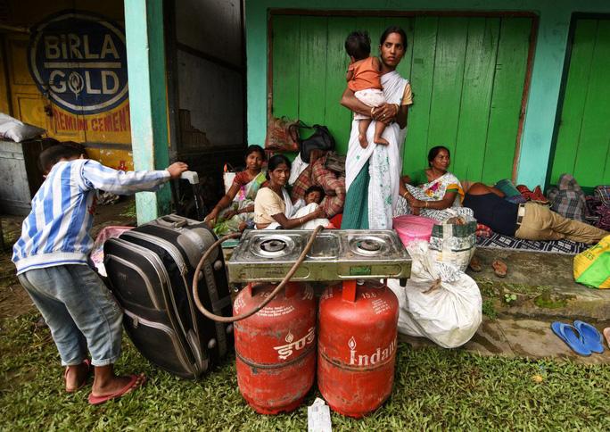 Lũ lụt tàn phá Nam Á, hơn 1.200 người thiệt mạng - Ảnh 2.