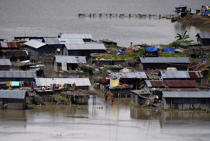 Lũ lụt tàn phá Nam Á, hơn 1.200 người thiệt mạng - Ảnh 8.