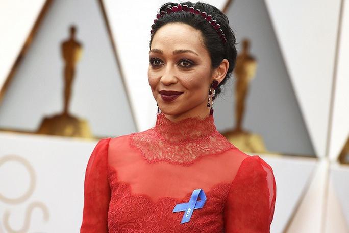 những chiếc nơ xanh bí ẩn ở Oscar 89