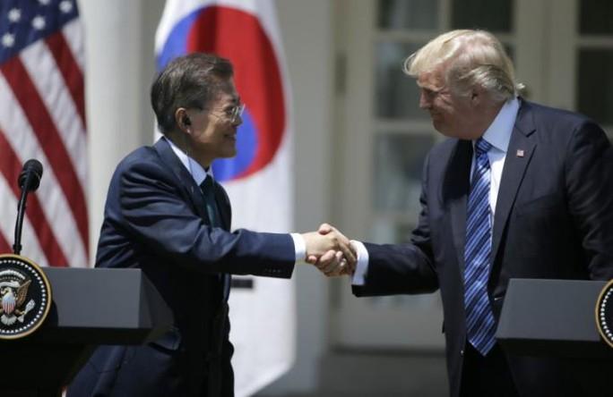 Ông Donald Trump kêu gọi Hàn Quốc cứng rắn với Triều Tiên - Ảnh 1.