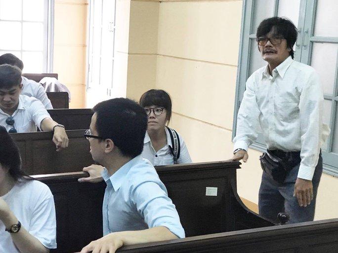 NSƯT Nguyễn Công Ninh yểm trợ tinh thần cho Ngọc Trinh tại Tòa  - Ảnh 7.