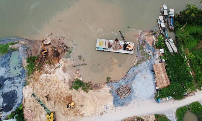 Nửa đêm, bờ sông Sài Gòn bỗng dưng mất 1.250 m2 - Ảnh 2.