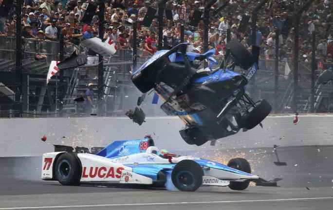 Tay đua thoát chết kỳ diệu sau tai nạn kinh hoàng - Ảnh 2.