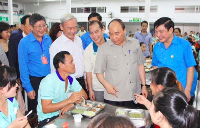 Hình ảnh xúc động của Thủ tướng với công nhân Đồng Nai - Ảnh 13.