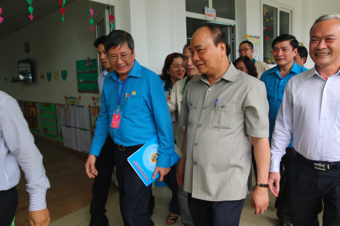 Hình ảnh xúc động của Thủ tướng với công nhân Đồng Nai - Ảnh 1.