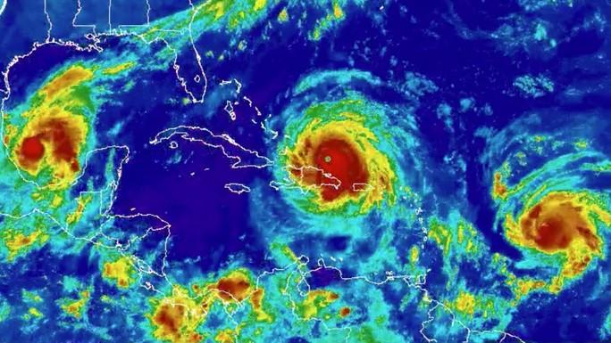 Bức ảnh chưa từng thấy về các cơn bão - Ảnh 1.