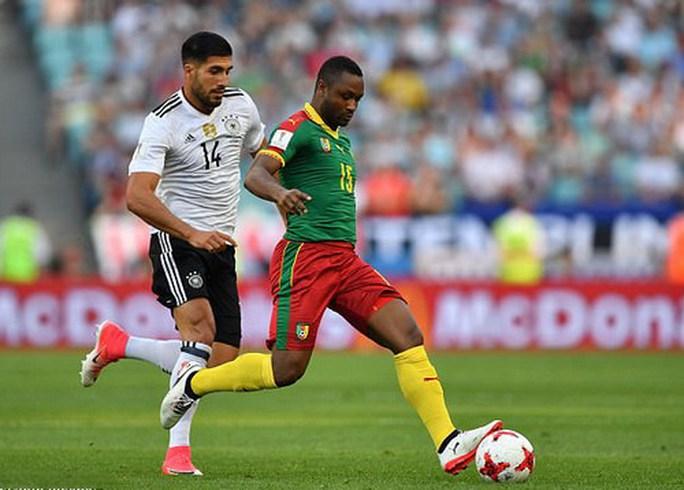 Trọng tài đuổi nhầm người hi hữu, Đức loại Cameroon - Ảnh 3.