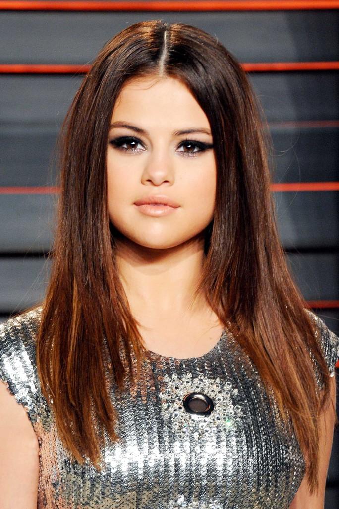 Billboard bị phản đối khi trao giải Người phụ nữ của năm cho Selena Gomez - Ảnh 2.