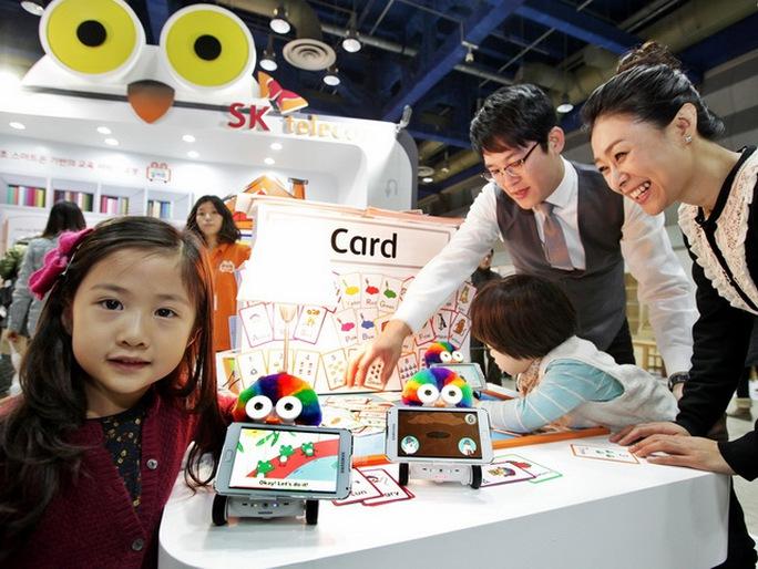 Robot của SK Telecom mang lại sự thích thú cho trẻ em