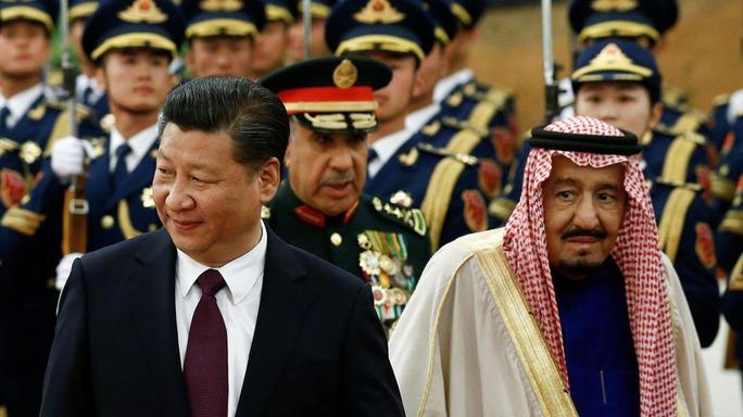 Chủ tịch Trung Quốc Tập Cận Bình (trái) đón tiếp Quốc vương Ả Rập Saudi Salman bin Abdul Aziz tại thủ đô Bắc Kinh hôm 16-3 Ảnh: Reuters