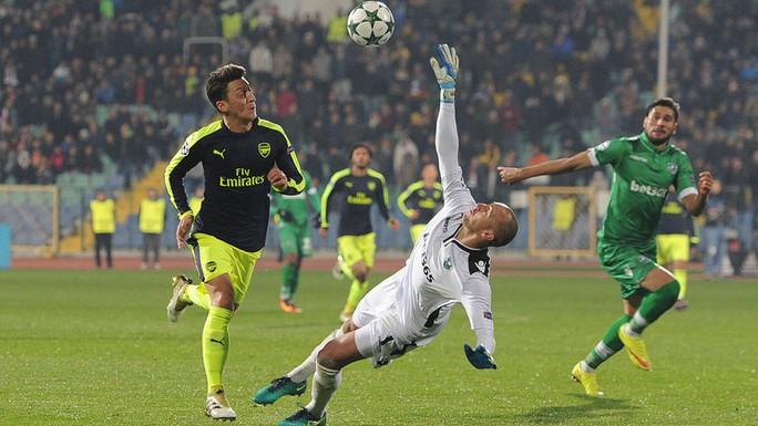UEFA công bố 10 bàn thắng đẹp nhất Champions League - Ảnh 6.