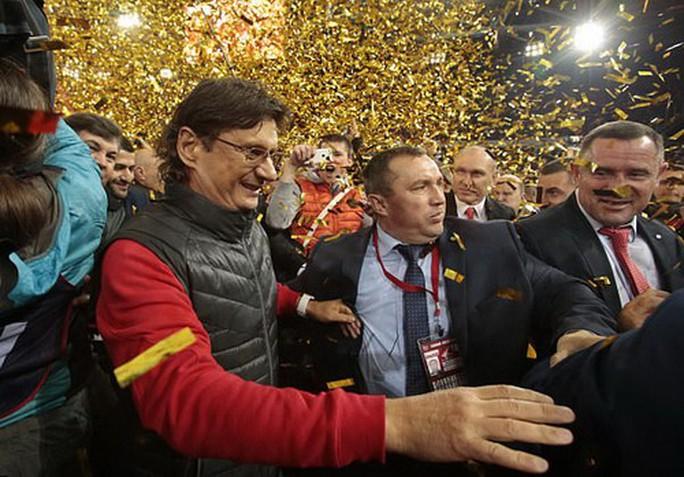 CĐV Spartak Moscow giật sập khung thành mừng đội nhà vô địch - Ảnh 13.