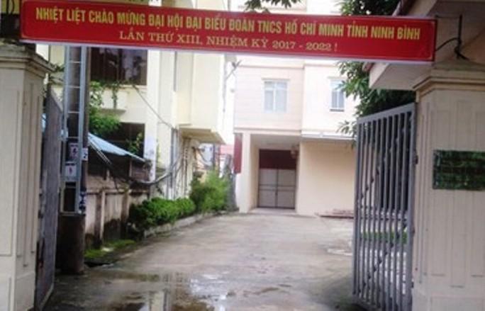 Tỉnh ủy Ninh Bình vào cuộc vụ giám đốc sở tát lái xe - Ảnh 1.