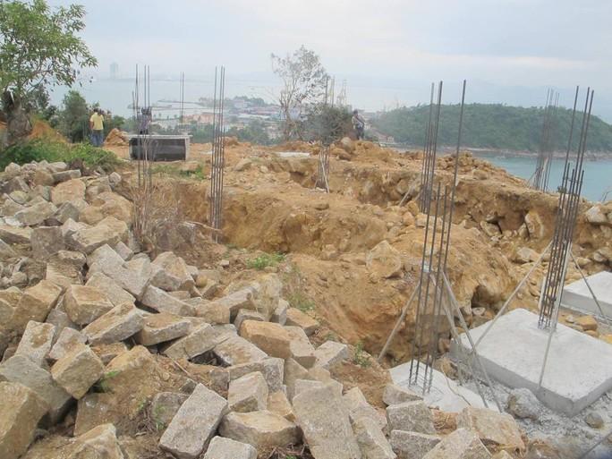 Xây dựng 40 móng và trụ các biệt thự khi chưa hoàn thành các thủ tục có liên quan về công tác đánh giá tác động môi trường.