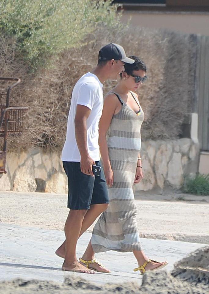 Ronaldo sắp có con thứ tư - Ảnh 3.