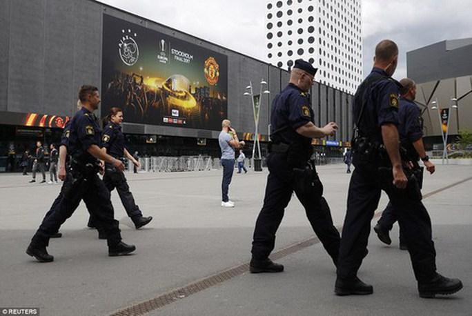 Chung kết Europa League làm nóng cả châu Âu - Ảnh 2.