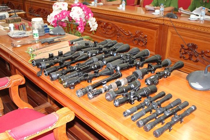 Bắt 1 đại diện DN đòi nợ thuê tàng trữ 28 khẩu súng - Ảnh 3.