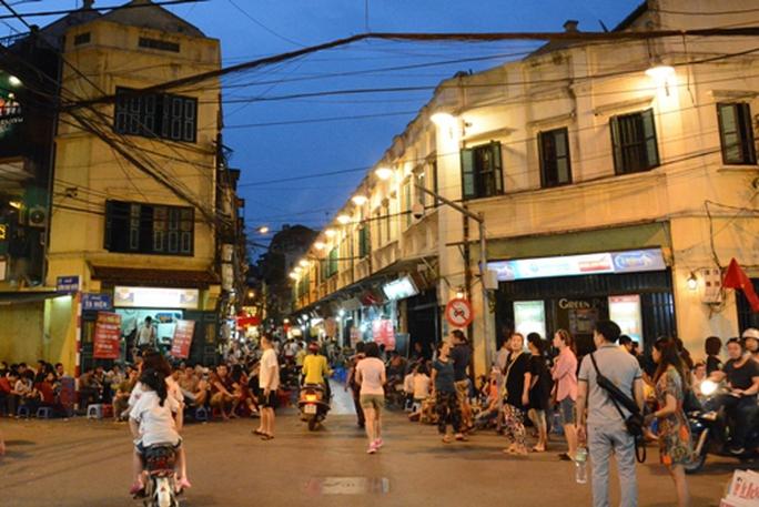 Nhà phố cổ Hà Nội cả tỉ đồng mỗi m2 vẫn không có để mua - Ảnh 1.