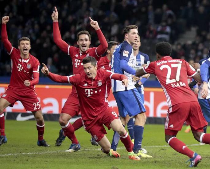 Lewandowski cứu Bayern Munich thoát thua trước Hertha Berlin