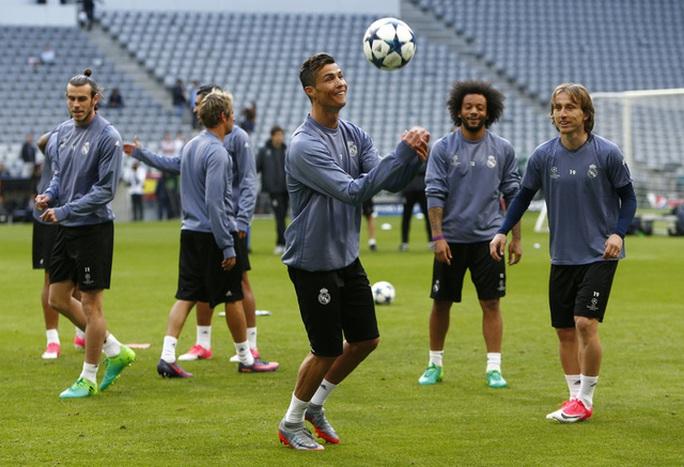 Các cầu thủ Real Madrid rất thoải mái dù phải làm khách