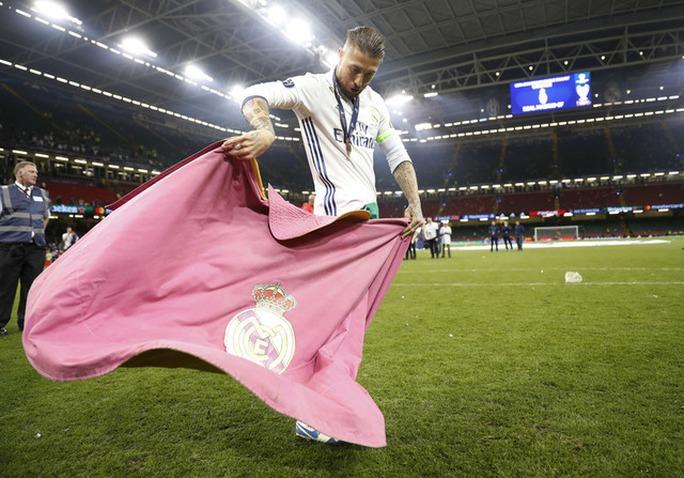 Chùm ảnh Real Madrid mừng chức vô địch châu Âu lần thứ 12 - Ảnh 7.