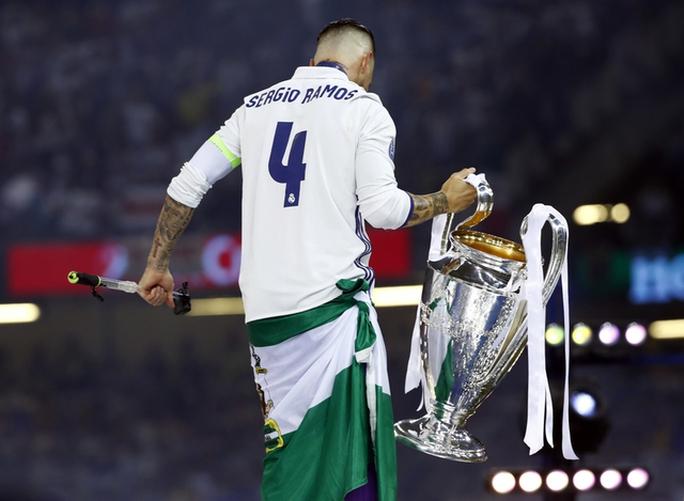 Chùm ảnh Real Madrid mừng chức vô địch châu Âu lần thứ 12 - Ảnh 6.