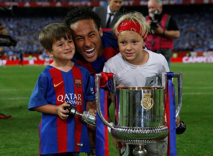 Loạt ảnh con sao Barcelona đáng yêu ở Cúp Nhà vua - Ảnh 9.