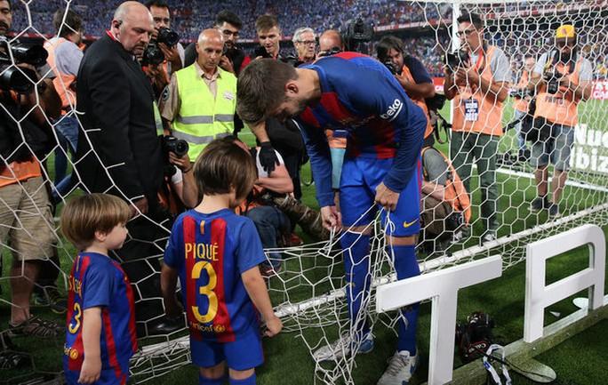 Loạt ảnh con sao Barcelona đáng yêu ở Cúp Nhà vua - Ảnh 7.