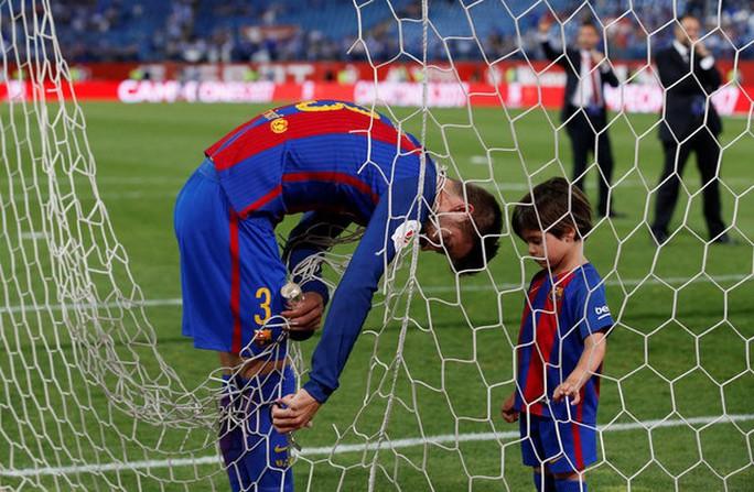 Loạt ảnh con sao Barcelona đáng yêu ở Cúp Nhà vua - Ảnh 5.