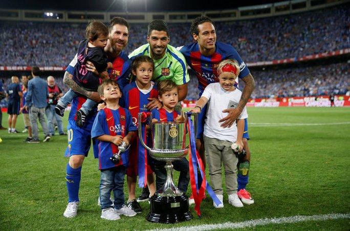 Loạt ảnh con sao Barcelona đáng yêu ở Cúp Nhà vua - Ảnh 10.