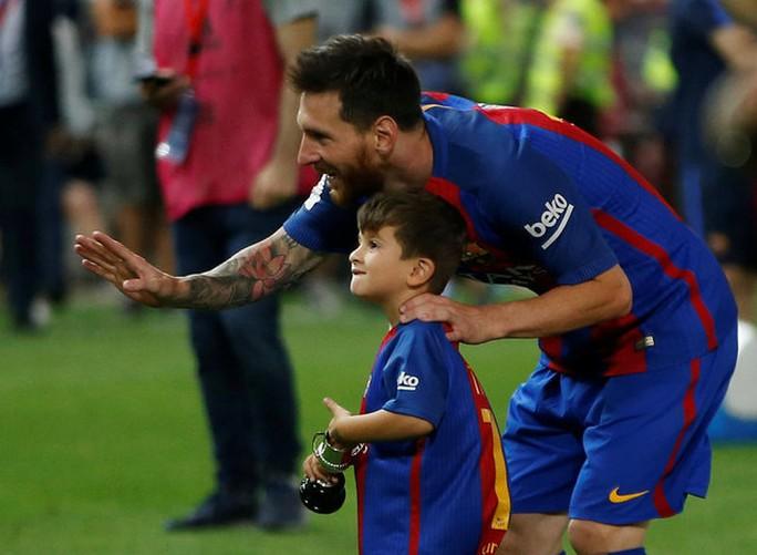 Loạt ảnh con sao Barcelona đáng yêu ở Cúp Nhà vua - Ảnh 2.