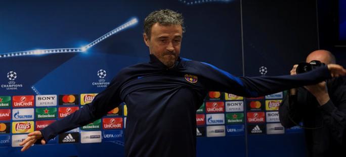 HLV Enrique tự tin Barcelona sẽ ngược dòng đánh bại PSG ở vòng 1/8 Champions League