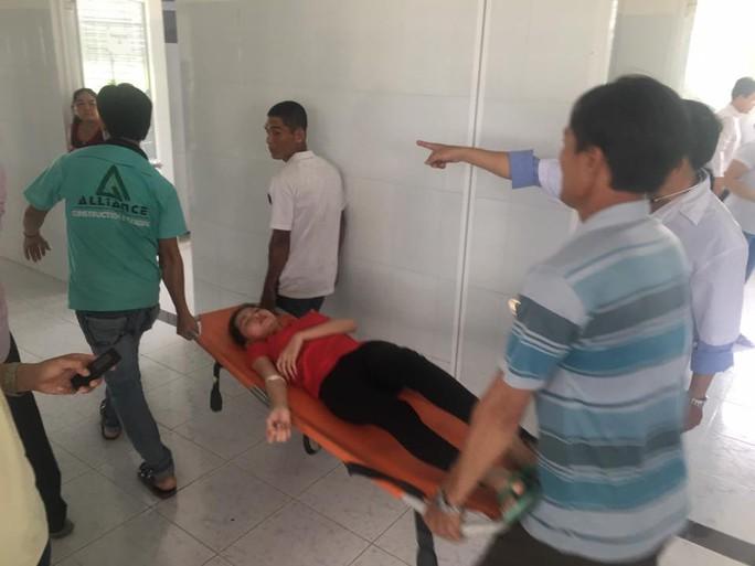 Vụ ngộ độc tập thể ở An Giang: Hơn 100 công nhân tái nhập viện - Ảnh 1.