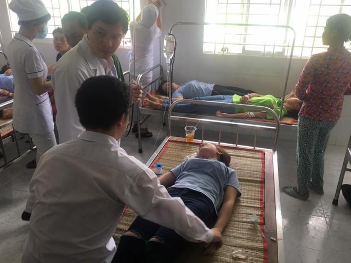 Vụ ngộ độc tập thể ở An Giang: Hơn 100 công nhân tái nhập viện - Ảnh 2.