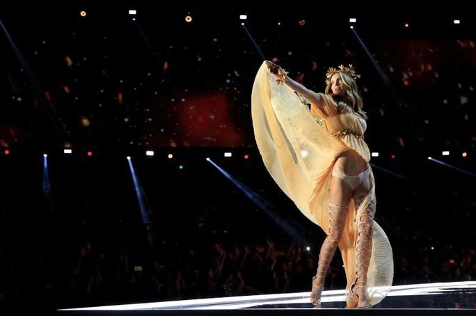 Các thiên thần nội y tung cánh trên sân khấu Thượng Hải - Ảnh 11.