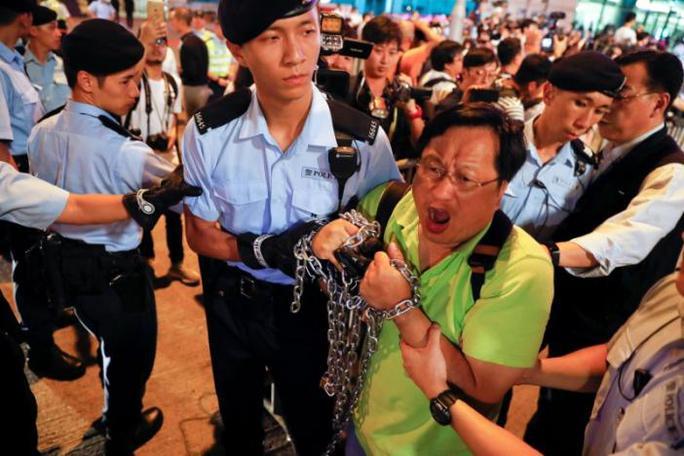 Hồng Kông: Bắt người biểu tình trước chuyến thăm của Chủ tịch Trung Quốc - Ảnh 4.