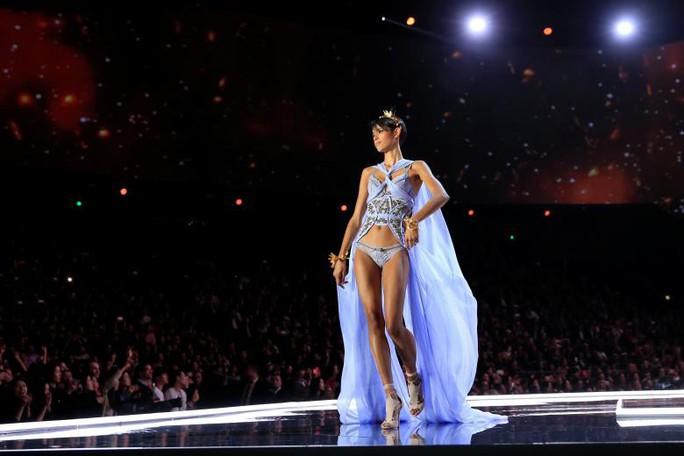 Các thiên thần nội y tung cánh trên sân khấu Thượng Hải - Ảnh 14.