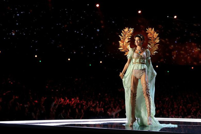 Các thiên thần nội y tung cánh trên sân khấu Thượng Hải - Ảnh 15.