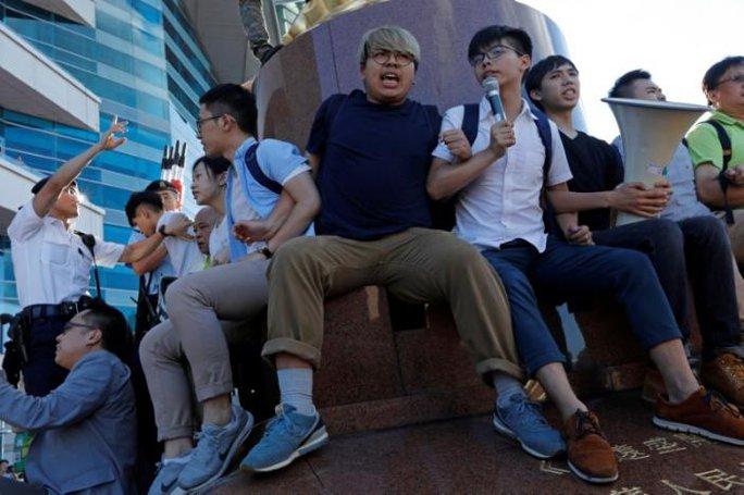 Hồng Kông: Bắt người biểu tình trước chuyến thăm của Chủ tịch Trung Quốc - Ảnh 3.